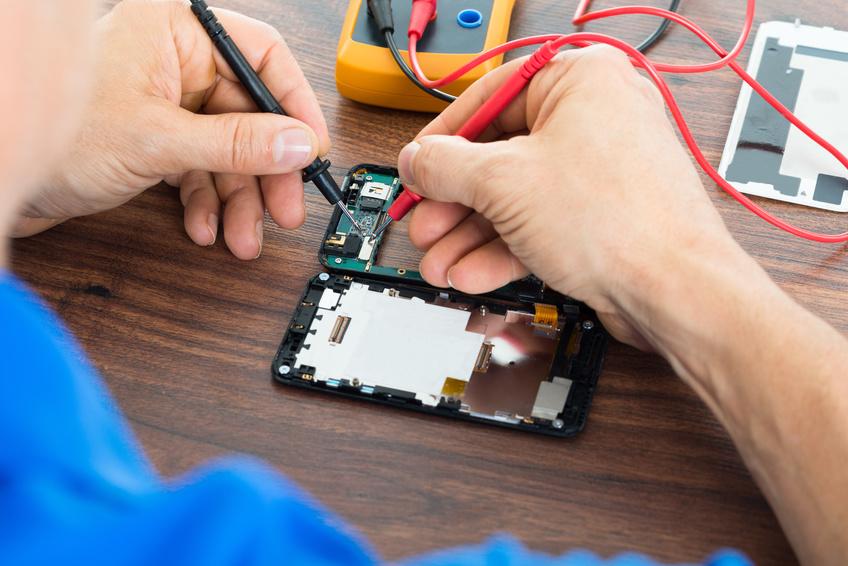 E-Geräte werden beim Versicherungsnehmer oder am Prüfstand auf Fehler überprüft.
